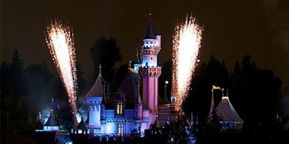 The best fireworks display in Disneyland during the holidays, fireworks show on Halloween, Christmas, new year, happy trance in disneyland, best day to enjoy in disneyland, children