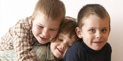 What Your Birth Order Says About You, siblings, birth order psychology studies and findings, awesome children, family, son, cute family, one daughter sandwiched