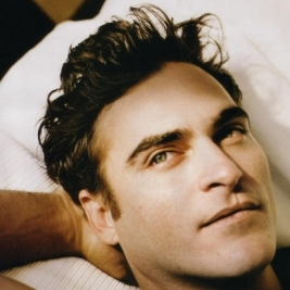Joaquin Phoenix's lip scar, celebrity imperfections