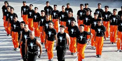 Cebu Dancing Inmates in the Philippines, happy choreography of prisoners inside the prison, thriller, michael jackson, Psy, Gangnam Style